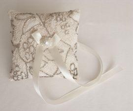 Подушечка для колец Милая - подарок ручной работы на свадьбу Беларусь.