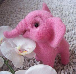 Валяная игрушка Розовый слон в Stranamasterov.by Беларусь.