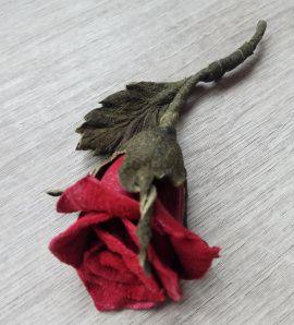 Брошь, цветы из кожи Красная роза в Stranamasterov.by Беларусь.
