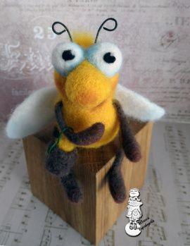 Валяная интерьерная игрушка Пчела в Stranamasterov.by Россия.