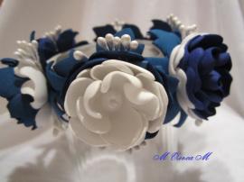 Украшение на пучок Бело-синие розы в Stranamasterov.by Беларусь.