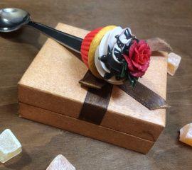 Ложка с декором Капкейк с красной розой в Stranamasterov.by Беларусь.