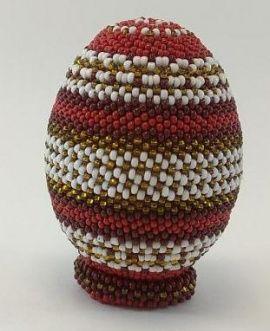 Сувенирное яйцо из бисера Красно-белое с золотом в Stranamasterov.by Беларусь.