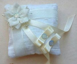 Подушечка для колец Белый цветок - подарок ручной работы на свадьбу Беларусь.
