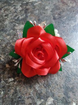 Бутоньерка Алая роза - подарок ручной работы на свадьбу Беларусь.