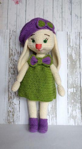 Вязаная игрушка Зайка в платье и берете в Stranamasterov.by Беларусь.