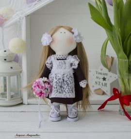 Кукла школьница Первоклашка, выпускница в Stranamasterov.by Беларусь.
