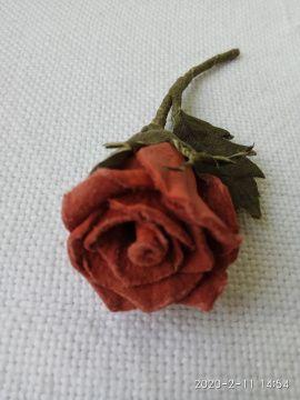 Брошь, цветы из кожи Чайная роза в Stranamasterov.by Беларусь.