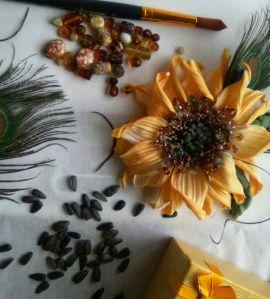 Брошь-цветок из шелка Подсолнух Барсолино в Stranamasterov.by Беларусь.