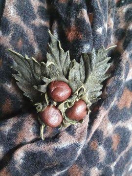 Брошь, цветы из кожи Три орешка в Stranamasterov.by Беларусь.