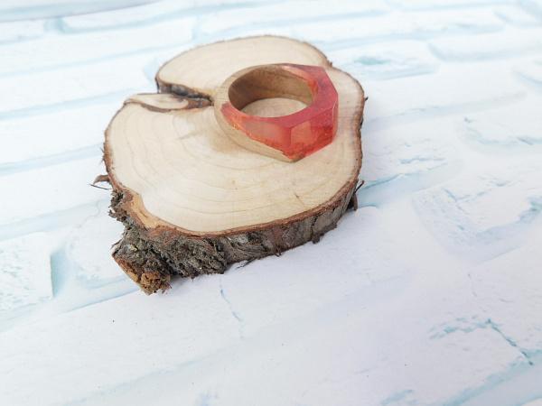 Кольцо из дерева И эпоксидной смолы в Stranamasterov.by