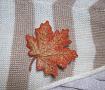 Брошь вышитая Кленовый лист оранжевый в Stranamasterov.by