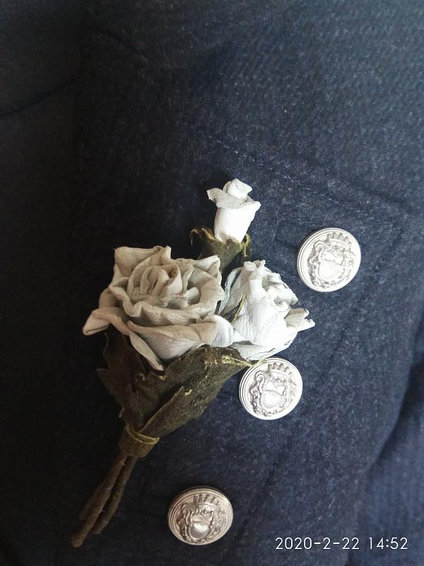 Брошь, цветы из кожи Букетик белых роз в Stranamasterov.by