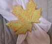 Брошь вышитая Кленовый лист желтый в Stranamasterov.by