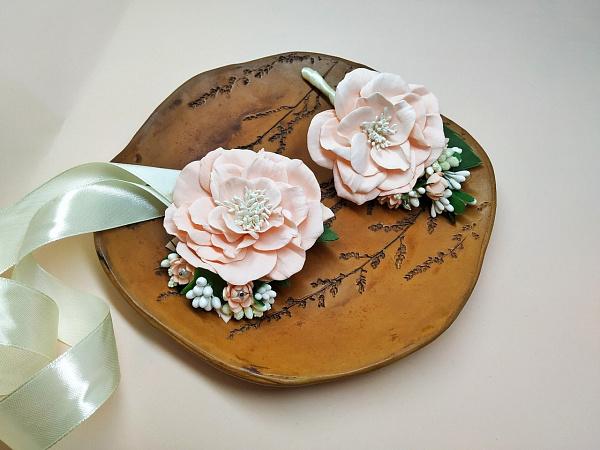 Бутоньерка и браслет Свадебные ручной работы. Подарок на свадьбу. Вот что нужно дарить!