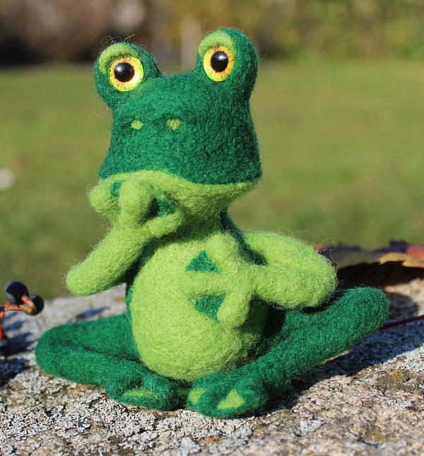 Валяная игрушка Лягушка-путешественница в Stranamasterov.by