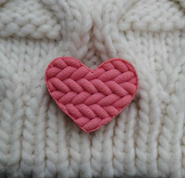 Брошь Розовое вязаное сердечко в Stranamasterov.by